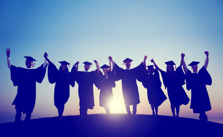 licenciado: Los estudiantes de la graduaci�n Celebraci�n �xito Logro Felicidad Foto de archivo
