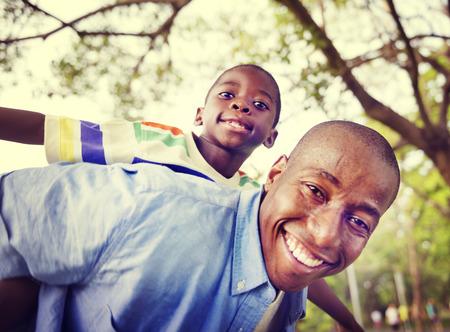 Familia africana de vacaciones Felicidad Holiday Actividad Concept