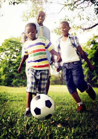 niños sanos: Familia africana de vacaciones Felicidad Holiday Actividad Concept