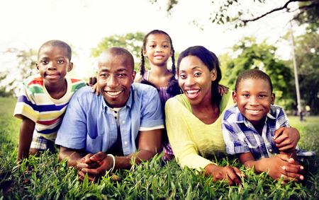 家族: 家族の幸せをアフリカの休日休暇活動の概念
