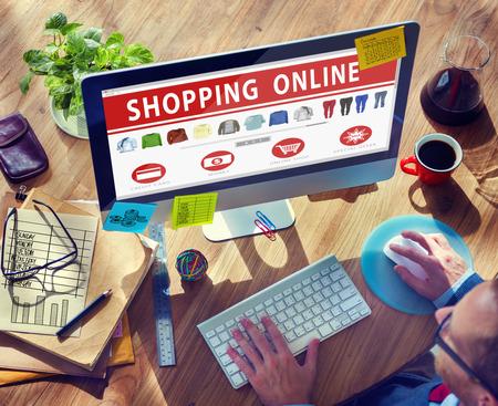 デジタル電子商取引購入購入のブラウズしている概念のオンライン ショッピング 写真素材
