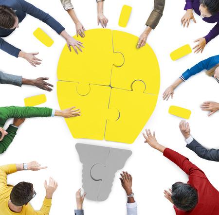 Diversiteit Casual Mensen brainstormen ideeën Sharing Ondersteuning Concept
