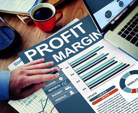 margine: Margine di profitto Businessman Working Calcolare Planning Lavoro d'ufficio Concetto Archivio Fotografico