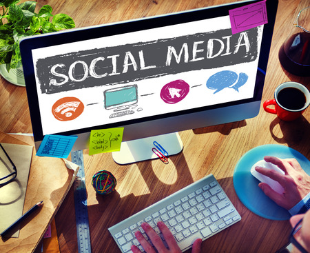 medios de comunicacion: Comunicación de Medios Sociales de concepto de tecnología de red