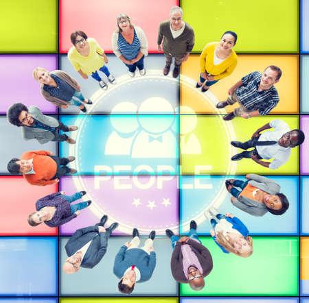 personas mirando: Gente que mira para arriba la Diversidad Comunidad Concept Group Foto de archivo