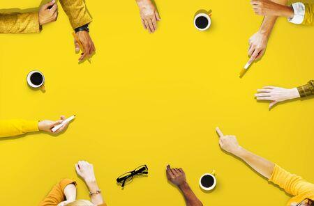 personas reunidas: Diversidad Sharing Alcanzar Conexi�n Juntos Concept