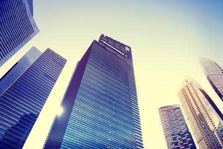 gebäude: Zeitgenössische Architektur Bürogebäude Stadtansicht Subjektive Kamera-Konzept