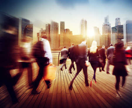caminando: Gente de negocios Hora punta Corta De trayecto City Concepto