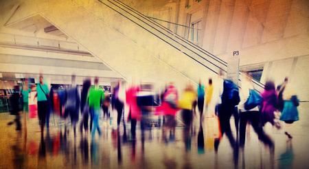 menschenmenge: Menschen Consumer Einkaufs Pendler Konsum Beengt Konzept Lizenzfreie Bilder