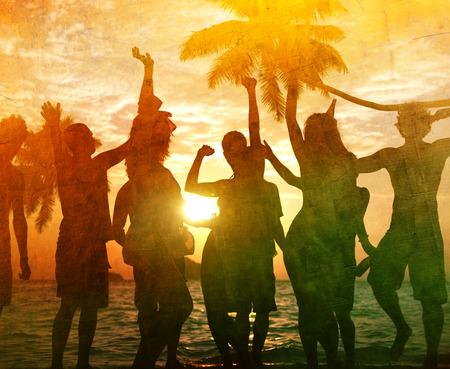 sommerferien: Menschen Celebration Beach Party Summer Holiday Urlaub Konzept Lizenzfreie Bilder