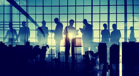 hombres trabajando: Gente de negocios Colegas Comunicación Corporativa Profesional Oficina Concept
