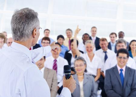 lideres: Equipo Deversity Gente de negocios corporativa Seminario Concepto