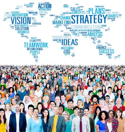 multitud de gente: Estrategia de Acción de la Visión Ideas Análisis Finanzas Éxito Concepto