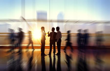 people: 商界人士會議研討企業的辦公理念