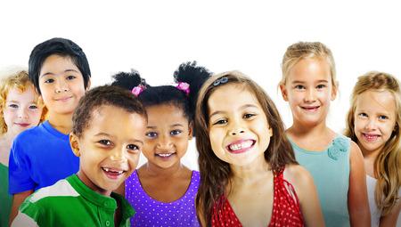 어린 아이 다양성 우정 행복 명랑 개념