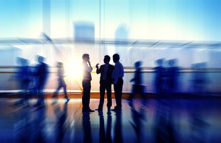 bewegung menschen: Gesch�ftsleute Treffen Seminar Corporate Office Konzept Lizenzfreie Bilder