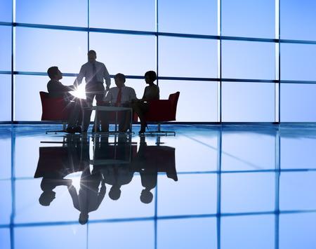 gente sentada: Silueta de grupo de hombres de negocios Reuni�n