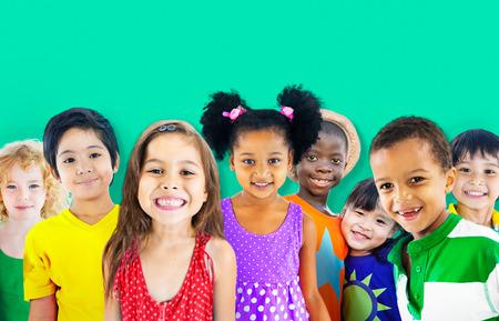 다양성 어린이 친구 순수 미소 개념