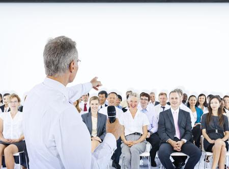 lideres: Altavoz Gente de negocios Líder Reunión Trabajo en equipo Concepto