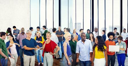 personas de pie: Grupos Personas Casual Diversidad Comunidad Hablando concepto de interacci�n