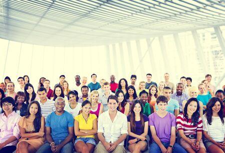 multitud: Grupo Multitud Audiencia Informal multicolor Sentado Concepto