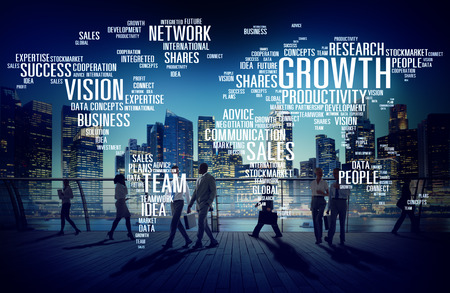 crecimiento: Negocio Global de Personas Commuter Ruta del éxito del crecimiento Concepto