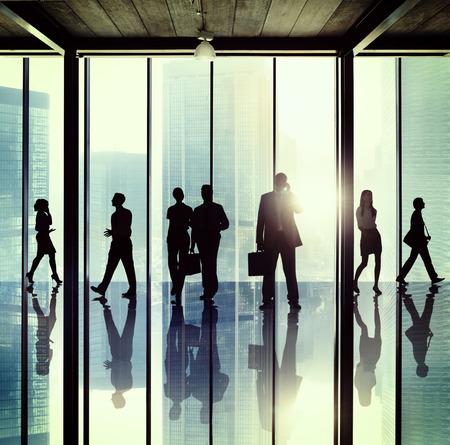 personas caminando: Gente de negocios Oficina Corporativa Concepto Foto de archivo