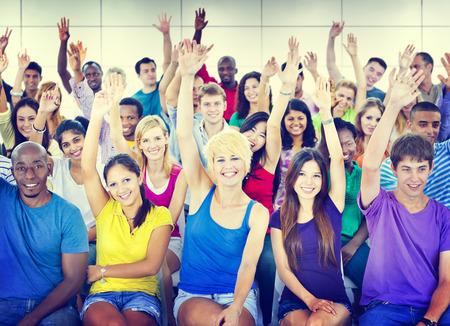 reunion de personas: Grupo Multitud Cooperaci�n Sugerencia Casual multicolor Concepto Foto de archivo