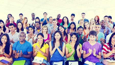 jovenes estudiantes: Diversidad Equipo Alegre Concepto Comunidad Foto de archivo
