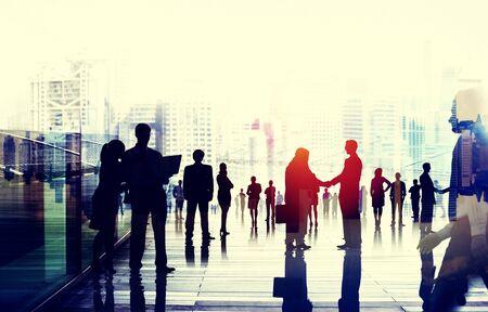 personas dialogando: La gente de negocios hablando Concepto conversación de Connection Foto de archivo