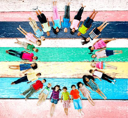 girotondo bambini: Multietnici bambini sorridenti Felicit� Amicizia