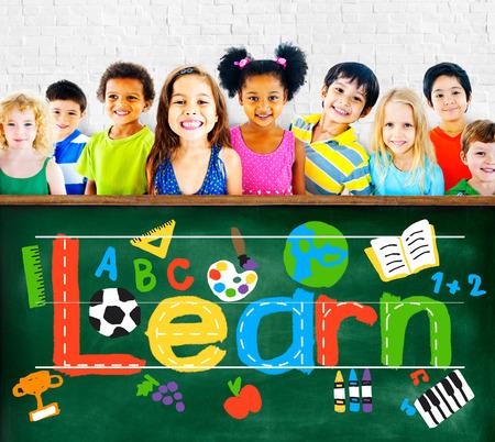 dessin enfants: En savoir School Concept connaissances �tudier l'apprentissage des enfants Banque d'images