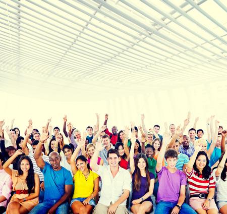 jovenes estudiantes: Multiétnico Personas Estudiantes Concepto Aula