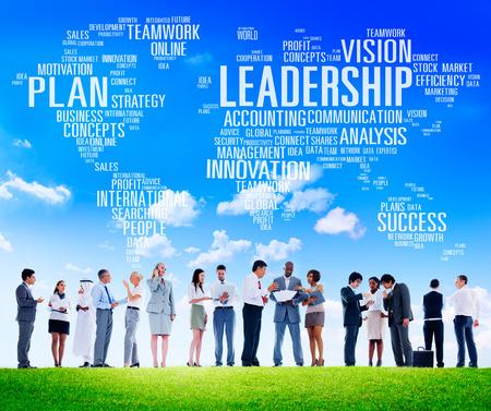 gestion empresarial: Liderazgo Jefe de Gesti�n Entrenador Jefe Global Concept Foto de archivo
