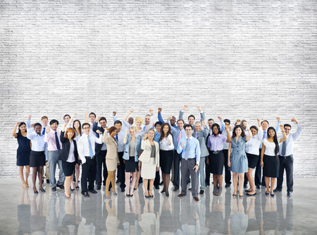 zweisamkeit: Crowd Gesch�ftsleute Erfolg Feiern Zusammenhalt Team Konzept