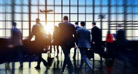 person traveling: Aeropuerto Commuter negocios Travel Tour Concept vacaciones Foto de archivo