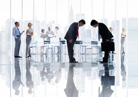 personas saludandose: Business People Corporativos Japonés Reunión Concepto