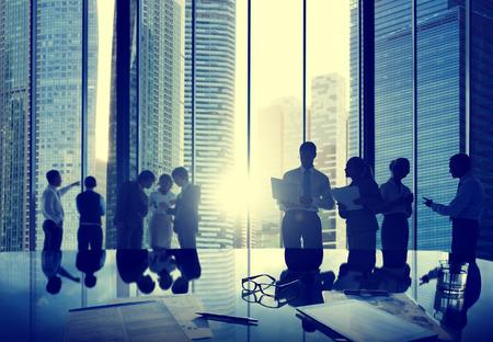 administracion de empresas: La gente de negocios hablando Conversación Interacción Comunicación Concepto