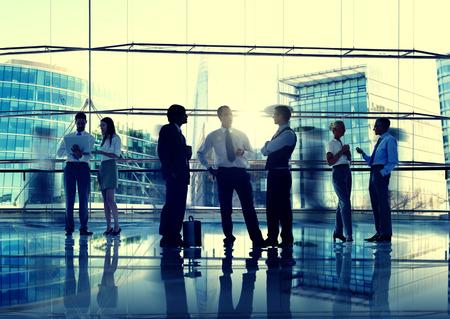administracion de empresas: La gente de negocios hablando Conversaci�n Interacci�n Comunicaci�n Concepto