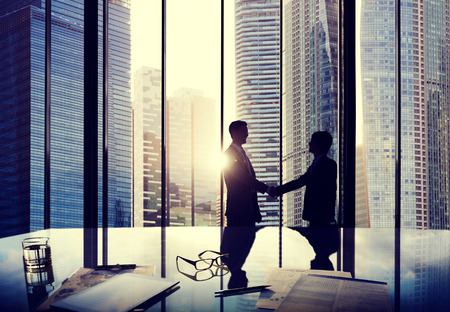 bienvenida: Negocios Handshake Acuerdo de Asociaci�n Trato personas de la oficina Concepto