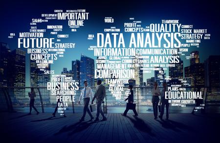 the big: Concepto de análisis de datos de Google Analytics Comparación Redes de Información Foto de archivo
