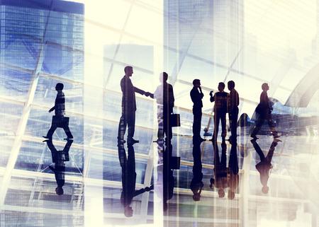 reuniones empresariales: Apret�n de manos Gente de negocios equipo de trabajo en equipo Reuni�n Conferencia Concepto Foto de archivo