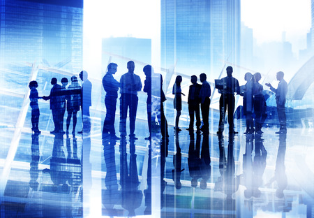 gente trabajando: Silueta Reunión Gente Discusión Paisaje urbano Team Concept