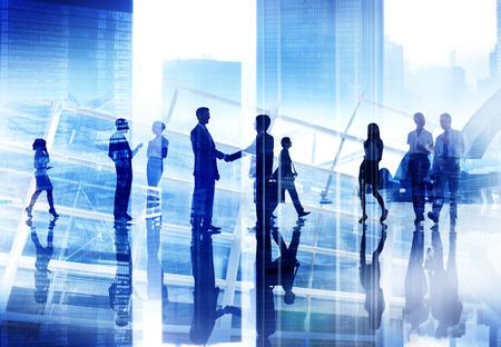 ビジネス人握手議論通信都市景観会議コンセプト