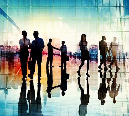 siluetas mujeres: Apret�n de manos Gente de negocios equipo de trabajo en equipo Reuni�n Conferencia Concepto Foto de archivo