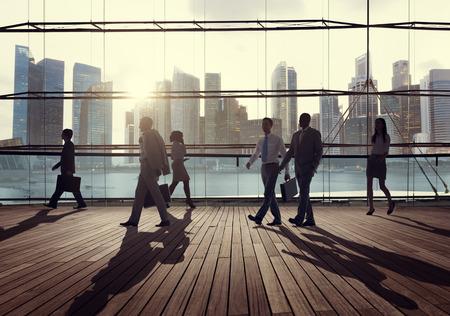 통근 도시 개념을 걷는 비즈니스 사람들이 기업 스톡 콘텐츠