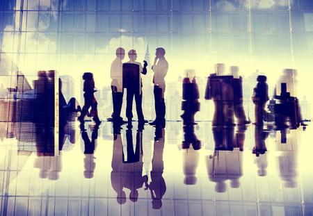 comunicación: Gente de negocios Comunicación Discusión Hablar Concepto
