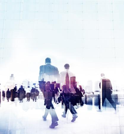 bewegung menschen: Geschäftsleute Gehen Hauptverkehrszeit Pendler Stadt Konzept