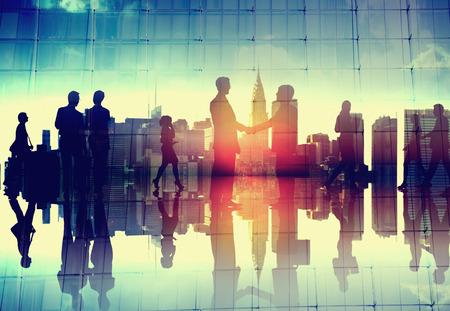 stretta di mano: Business Handshake Corporate Partnership accordo Cityscape Concetto
