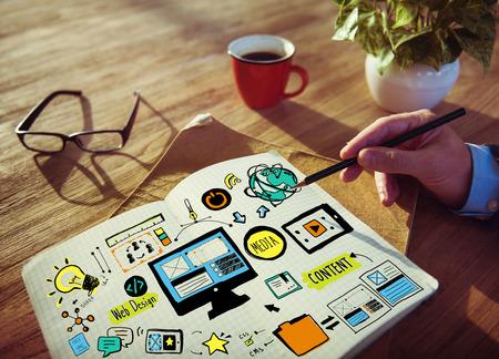 bureau design: Homme d'affaires Web Design Concept travail sur la planification Banque d'images